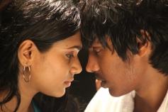Aadhalal Kadhal Seiveer Romance Pics