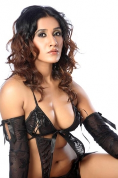 Ameesha Yadav Hot Images