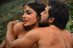 Shriya Saran's Chandra Romantic Still