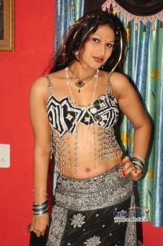 O Aunty Katha Movie Photos