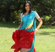 Vettaiyaadu Movie Actress Hot Pics