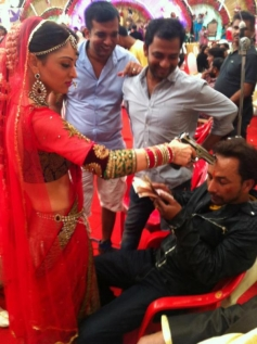Sandeepa Dhar at On the Sets of Dabangg 2