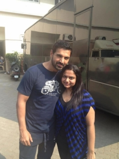 John Abraham with his Fan at I Me Aur Main Shooting Spot
