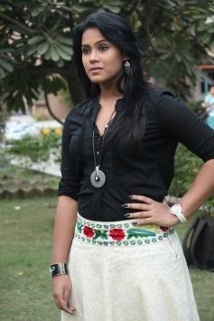 Thulasi Nair at Kadal Movie Press Meet
