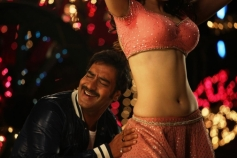 Ajay Devgan and Tamannaah Still From Himmatwala