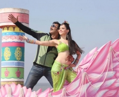 Ajay Devgan and Tamannaah Bhatia Still From Himmatwala