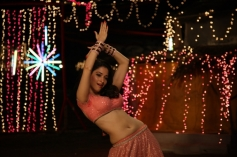 Tamannaah Hip Dance Still From Himmatwala