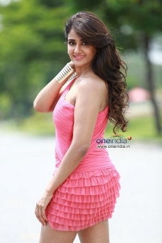 Parul Yadav Still From Bachchan