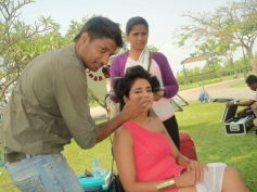 Parul Yadav Still From Behind The Scenes of Bachchan