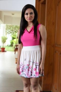 Nadigayin Diary | Sana Khan