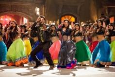 Ranbir Kapoor and Madhuri Dixit dance to Ghagra