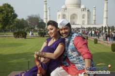 Shreyas Talpade and Manjari Fadnis Still From Wah Taj