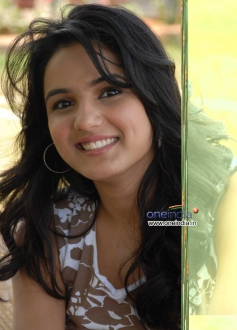 Jasmine in Kannada Movie Karodpathi