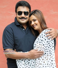 Saikumar and Charulatha in Kannada Movie Kaligaala