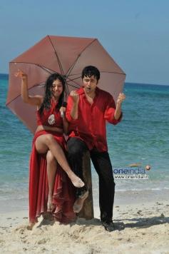 Neethi Taylor and Rahul Ravindran in Pelli Pusthakam Movie