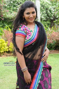 Neetu in Kannada Movie Ice Pice