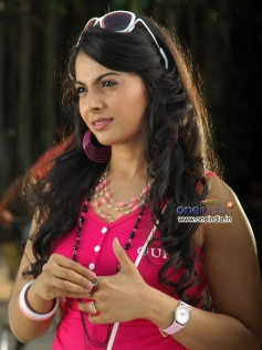 Prarthana in Kannada Movie Pyarge Aagbittaite