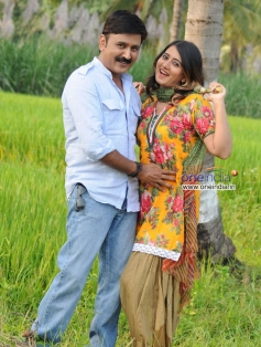 Ramesh Aravind and Harshika Poonacha in Kannada Film Mangana Kaili Manikya