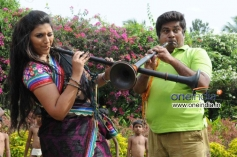 Neetu and Rangayana Raghu in Kannada Movie Ice Pice