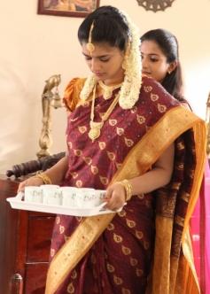 Vasundhara still from Sonna Puriyadhu