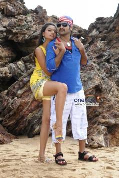 Yashwin & Nikitha Narayan in Nee Naan Mattum