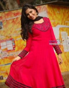 Actress Sonu in Kannada Movie Half Mentlu