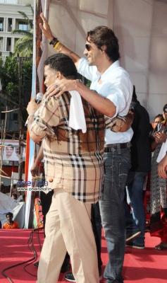 Arjun Rampal arrive at MP Sanjay Nirupam's Dahi Handi Celebration