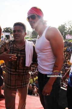 Arjun Rampal with Congress leader Sanjay Nirupam