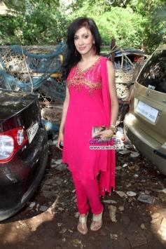 Chandni Perera poses during MP Sanjay Nirupam's Dahi Handi Celebration