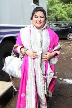 Dolly Bindra arrive at Sanjay Nirupam's Dahi Handi Celebration