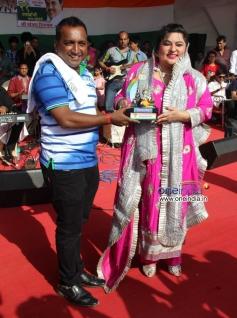Dolly Bindra welcomed during MP Sanjay Nirupam's Dahi Handi Celebration