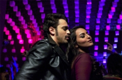 Imran Khan and Sonakshi Sinha still from OUTIMD