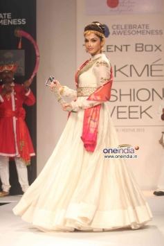 Isha Koppikar walks the ramp for Harshita Chaterjee Deshpandey Show at LFW Winter/Festive 2013 Day 3