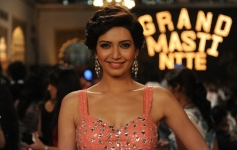 Karishma Tanna still from Grand Masti