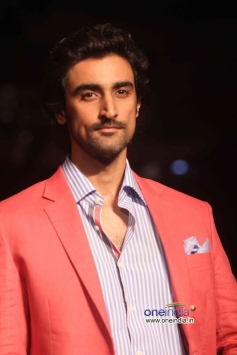 Kunal Kapoor walks the ramp at LFW Winter/Festive 2013 Day 03