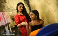 Pooja Umashankar and Malavika Manikuttan still from Vidiyum Munn