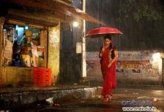 Pooja Umashankar still from Vidiyum Munn