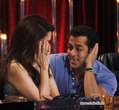 Salman Khan and Madhuri Dixit at JDJ 6 show on the sets