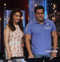 Salman Khan and Madhuri Dixit Snapped at JDJ 6 show
