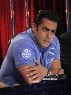Salman Khan on sets of Jhalak Dikhhla Jaa 6