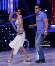 Salman Khan shake a leg with JDJ 6 contestant
