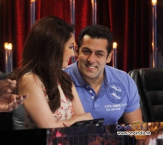 Salman Khan with Madhuri Dixit during Bigg Boss 7 promotion