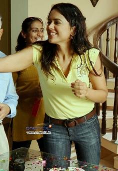Sameera Reddy in Telugu Movie Erra Gulabeelu
