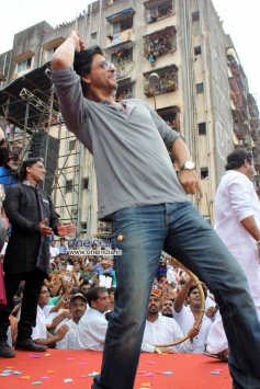 Shahrukh Khan performs at Ram Kadam's Dahi Handi Celebration