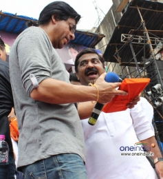 Shahrukh Khan at Ram Kadam's Dahi Handi Celebration
