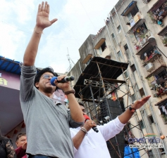 Shahrukh Khan with Ram Kadam at Dahi Handi Celebration