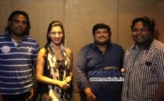 Shruti Hassan & Anirudh Sings for Ennamo Edho Movie