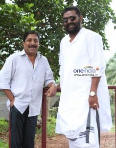 Sreenivasan and Lal in Malayalam Movie Kannadi Talkies