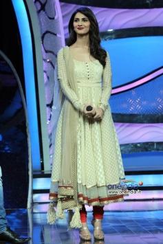 Vaani Kapoor at Shudh Desi Romance Movie Promotion at DID Super Mom