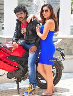 Amogh and Vyalari in Kannada Movie Pora